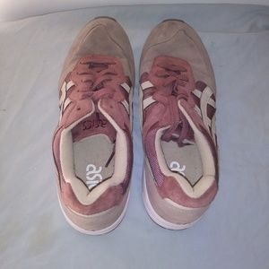 Asics Shoes - ASICS Lique gel Sneakers in Size 8